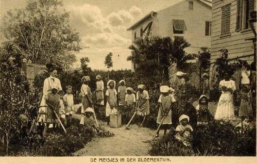 Saron (meisjes in de bloementuin)
